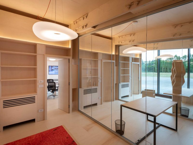 Canale Vigolungo Showroom Office: un lavoro di Vegliolux, un marchio del gruppo Idrocentro con prodotti Linealight 13