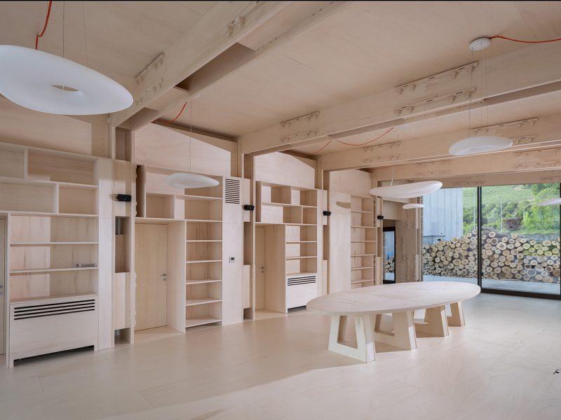 Canale Vigolungo Showroom Office: un lavoro di Vegliolux, un marchio del gruppo Idrocentro con prodotti Linealight 2