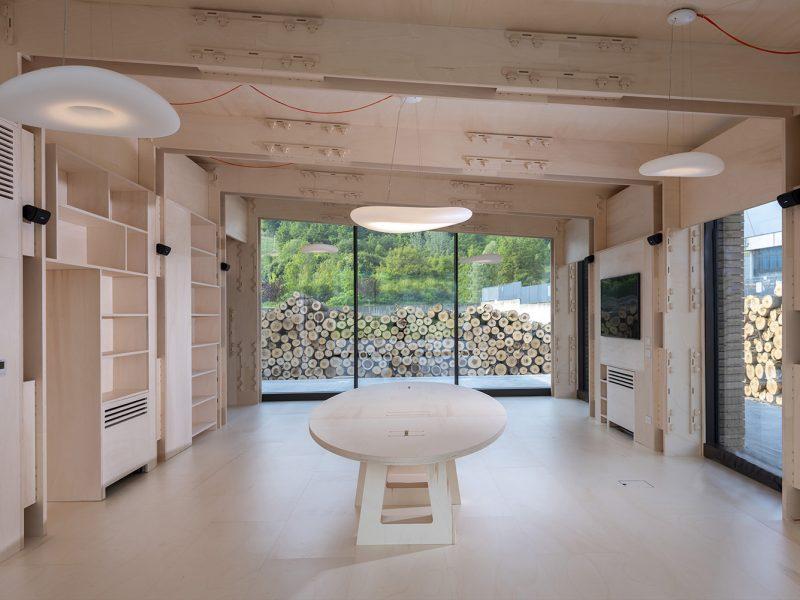 Canale Vigolungo Showroom Office: un lavoro di Vegliolux, un marchio del gruppo Idrocentro con prodotti Linealight 4