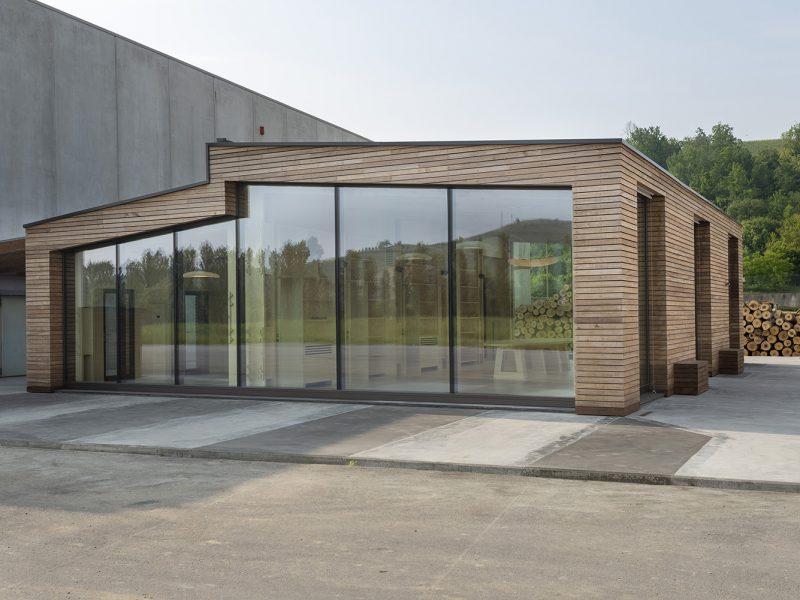 Canale Vigolungo Showroom Office: un lavoro di Vegliolux, un marchio del gruppo Idrocentro con prodotti Linealight 5
