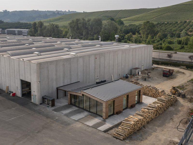 Canale Vigolungo Showroom Office: un lavoro di Vegliolux, un marchio del gruppo Idrocentro con prodotti Linealight 6
