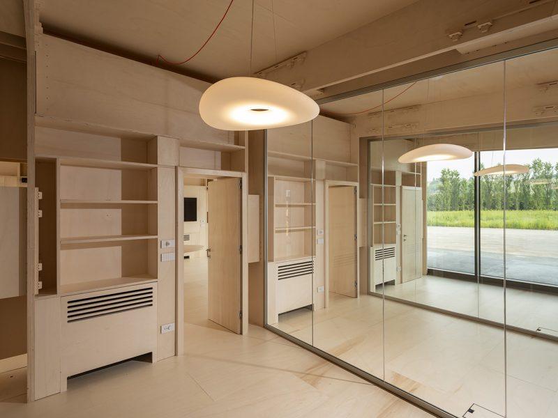 Canale Vigolungo Showroom Office: un lavoro di Vegliolux, un marchio del gruppo Idrocentro con prodotti Linealight 11