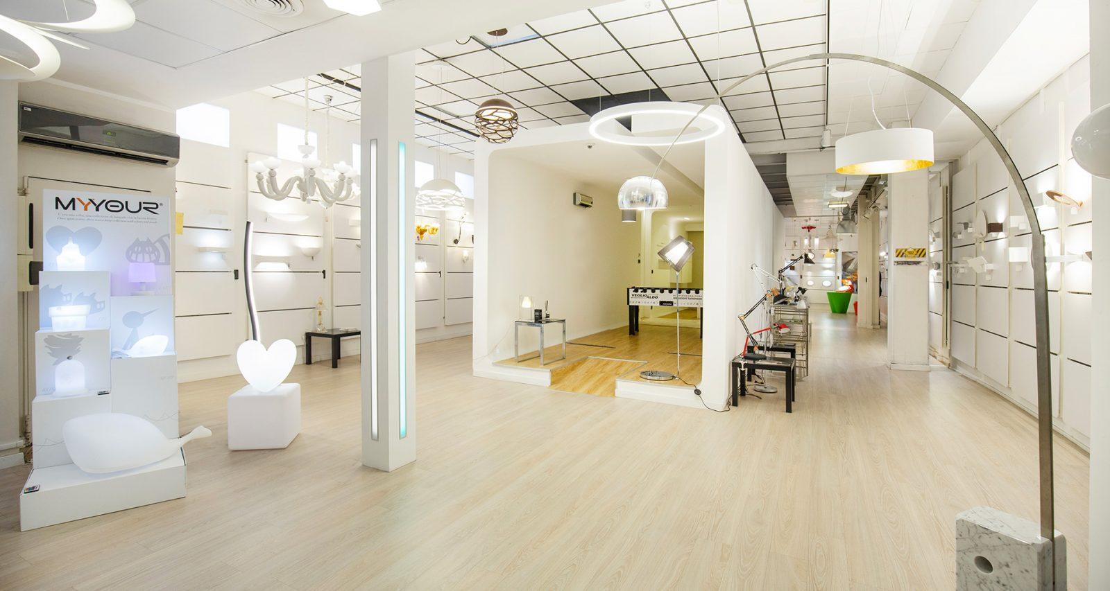 Un'intero showroom dedicato alle migliori soluzioni per l'illuminazione: applique, piantane e lampadari Torino 2