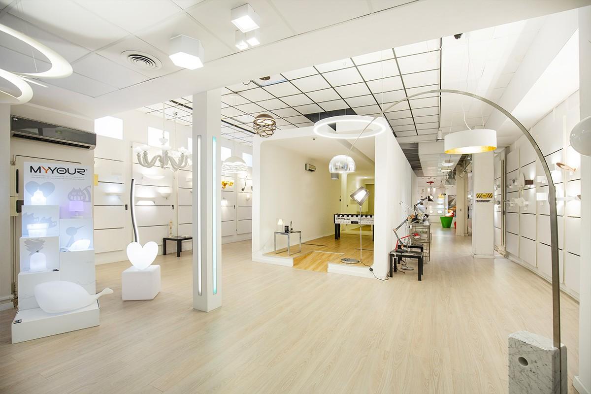 Un'intero showroom dedicato alle migliori soluzioni per l'illuminazione: applique, piantane e lampadari Torino