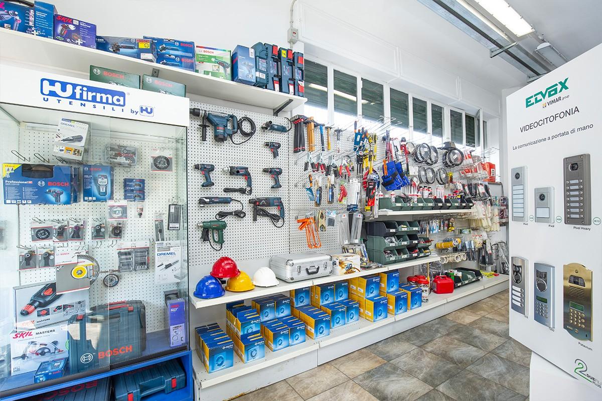 Tutto il necessario per effettuare lavori in campo elettrico da Veglio Aldo in Corso Orbassano