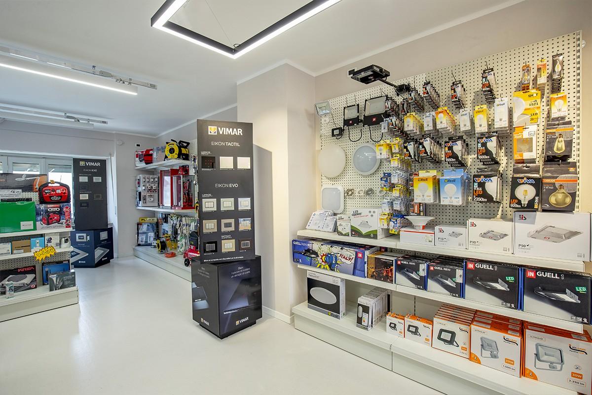Non solo illuminazione ma anche elettroforniture per il nostro store in Corso Sommeiller a Torino