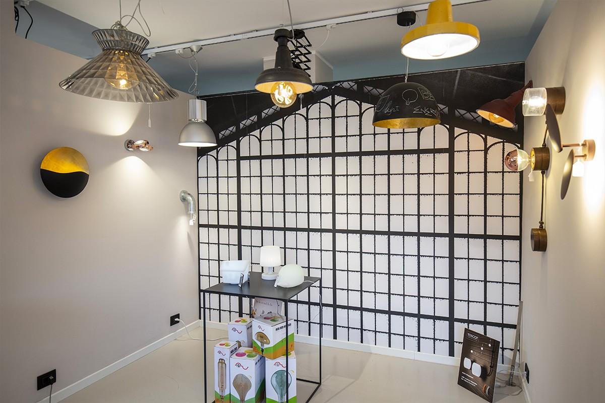 Lo showroom di Corso Sommeiller è la botigue dell'illuminazione Torino. Una piccola perla creata da Veglio Ado