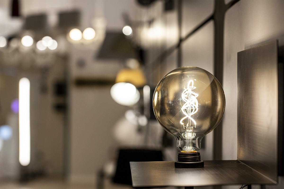 Lampade, lampadari, plafoniere, bulbi e illuminazione nel punto vendita di Via Botticelli 151/a a Torino