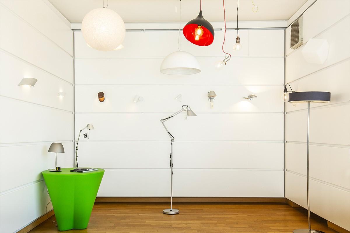 Punto vendita di Corso Orbassano 400 a Torino: lampade, lampadari, plafoniere e tutto il necessario per l'illuminazione