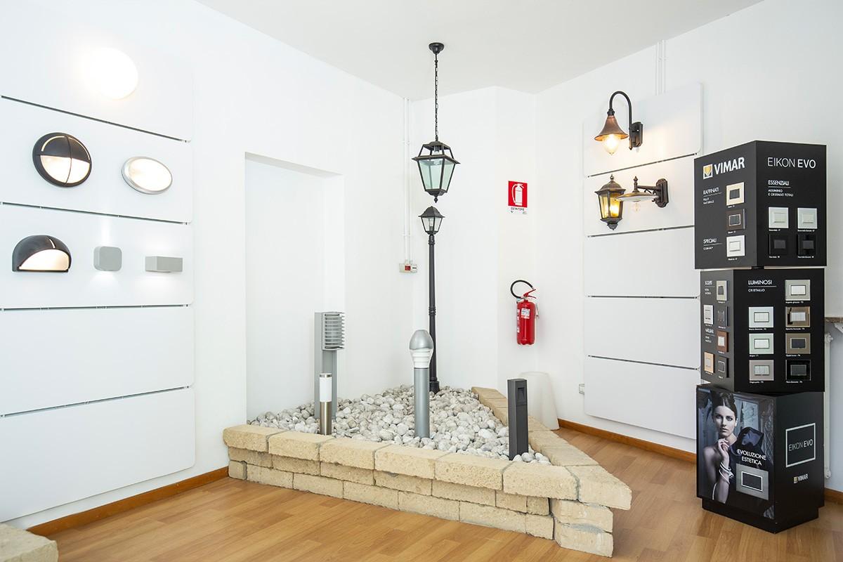 Lo showroom di Veglio Aldo di Corso Orbassano 400 a Torino: dove l'illuminazione è in mostra