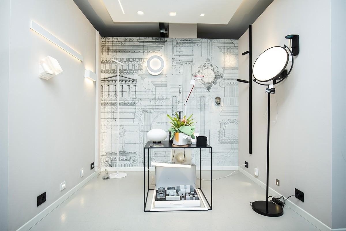 """Corso Sommeiller: la """"boutique della luce"""" di Vegliolux, uno store centrale con un magazzino enorme"""